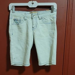 Rustic Jeans Shorts With Decor on Back Pockets SZ